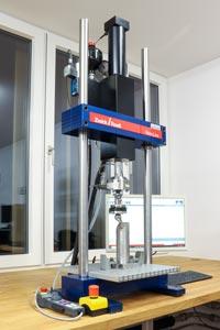 ZwickRoell servohydraulische Prüfmaschine